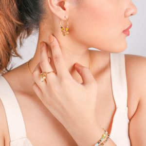 CAMILY hoop earrings with golden metal disc