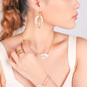 INES  boucles d'oreilles poussoir anneau Nacre blanche