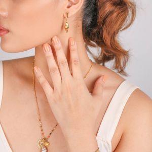 TAMARA  boucles d'oreilles poussoir coquillage métal doré à l'or fin