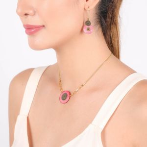 SCARLETT boucles d'oreilles grands crochets perlés roses