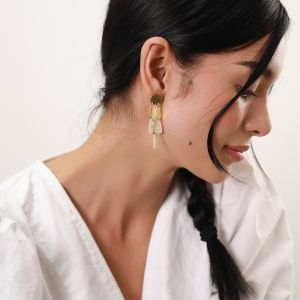 LES RADIEUSES-RAINY  3 row post earrings – mother of pearl