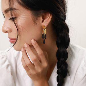 LES RADIEUSES-RAINY  3 row post earrings – balck horn